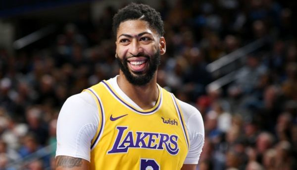 Anthony Davis versatility is key to Lakers frontcourt